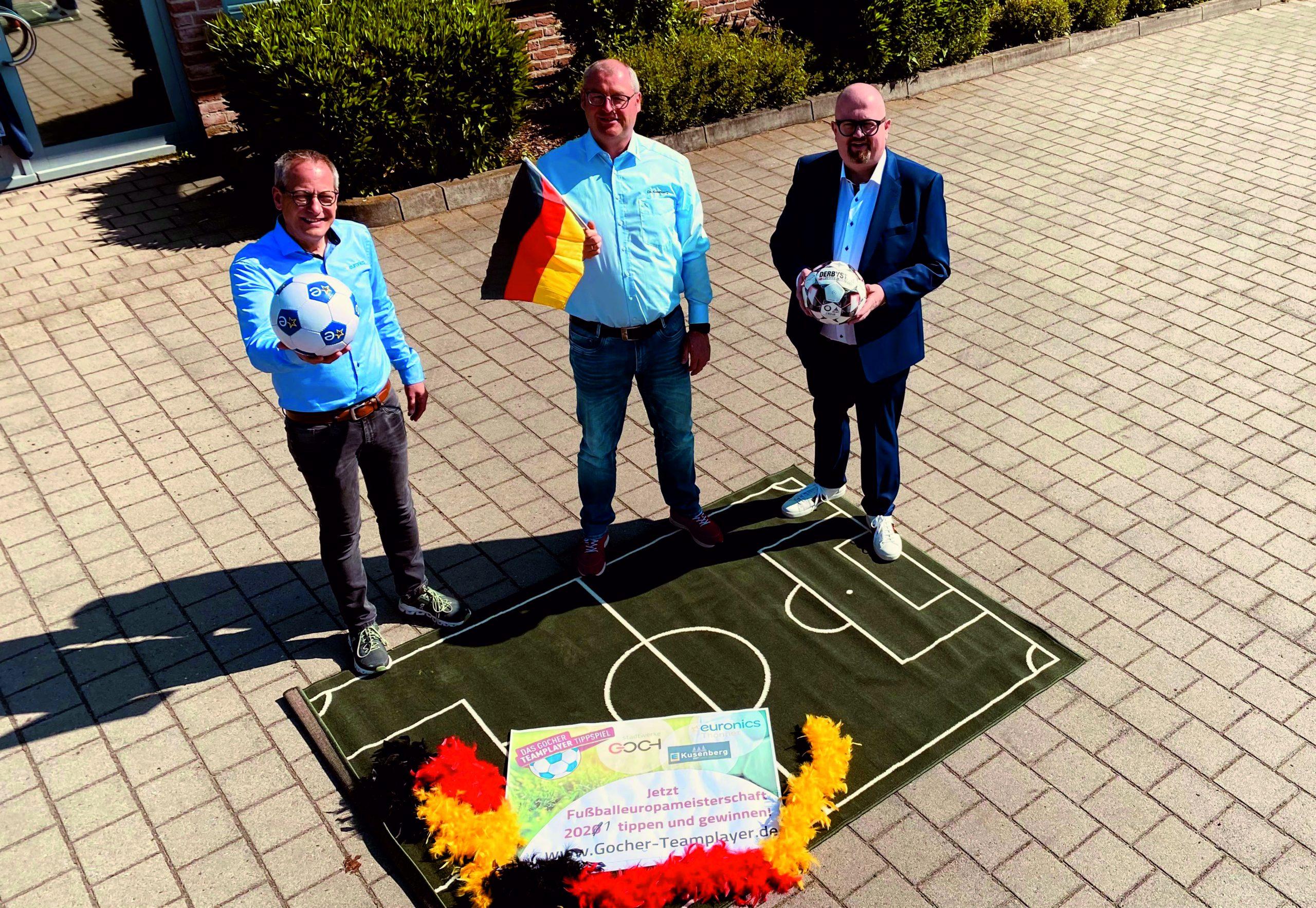 Jörg Thonnet von Euronics Thonnet, Christian Kusenberg, Geschäftsführer von EDEKA Kusenberg und Carlo Marks, Geschäftsführer der Stadtwerke Goch GmbH